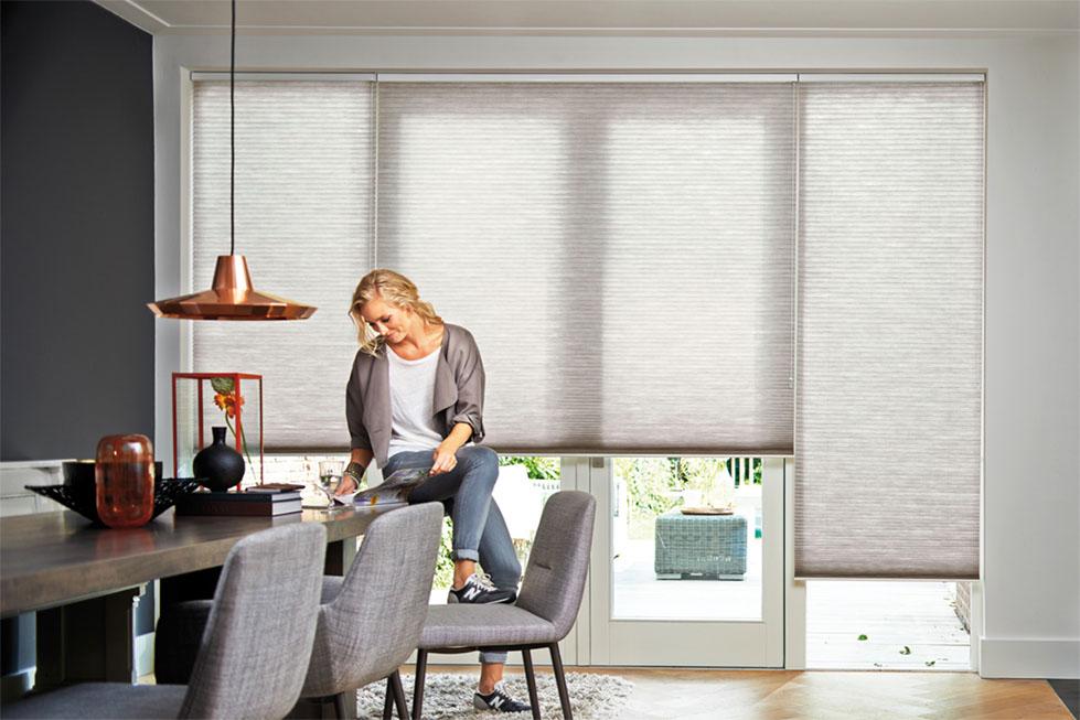 en blendende vakker duette. Black Bedroom Furniture Sets. Home Design Ideas